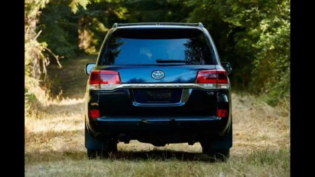 Toyota Land Cruiser 200 вид сзади