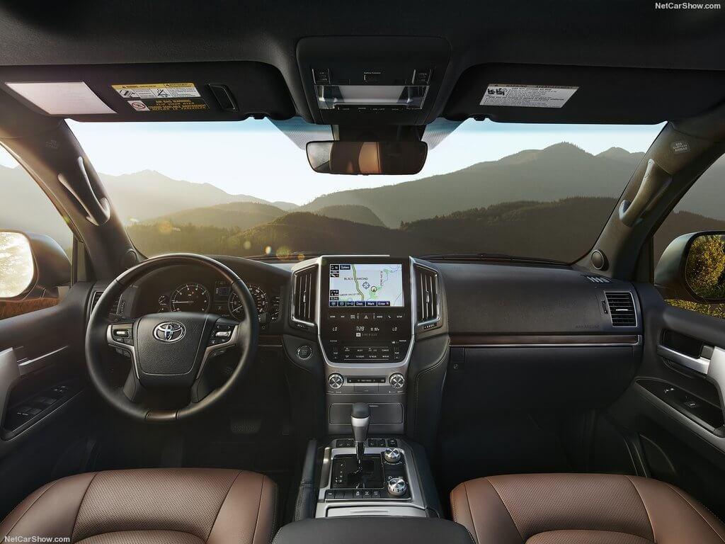 Toyota Land Cruiser 200 интерьер
