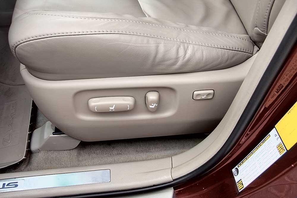 Передние сидения Lexus