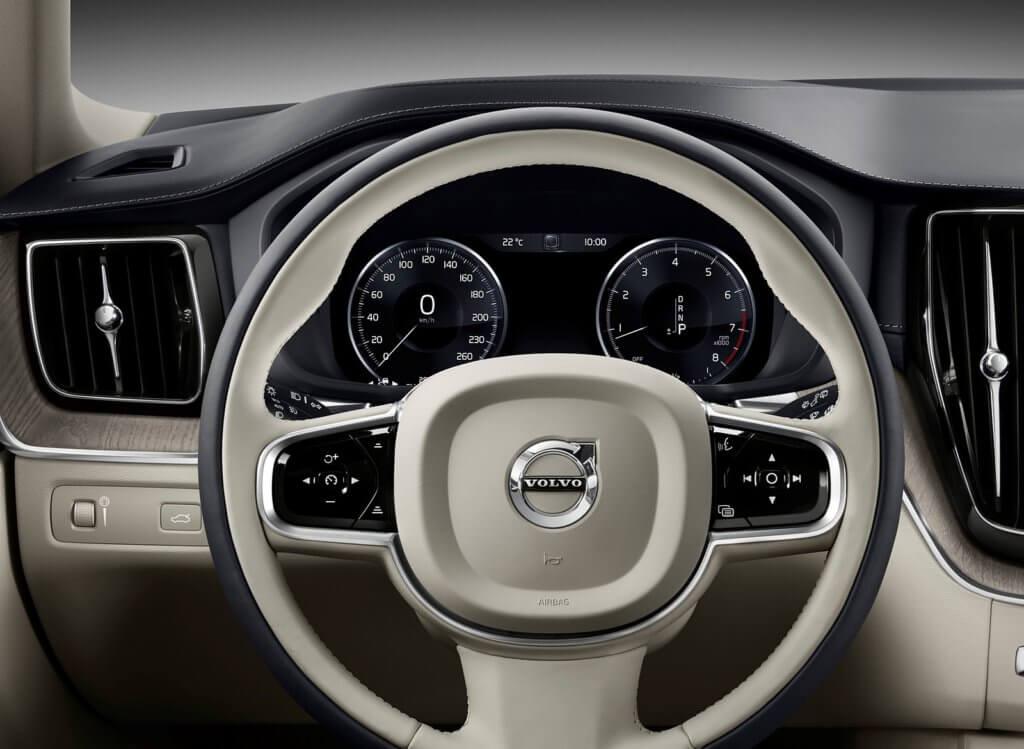 Volvo XC60 приборная панель
