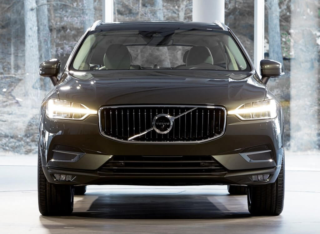 Volvo XC60 вид спереди
