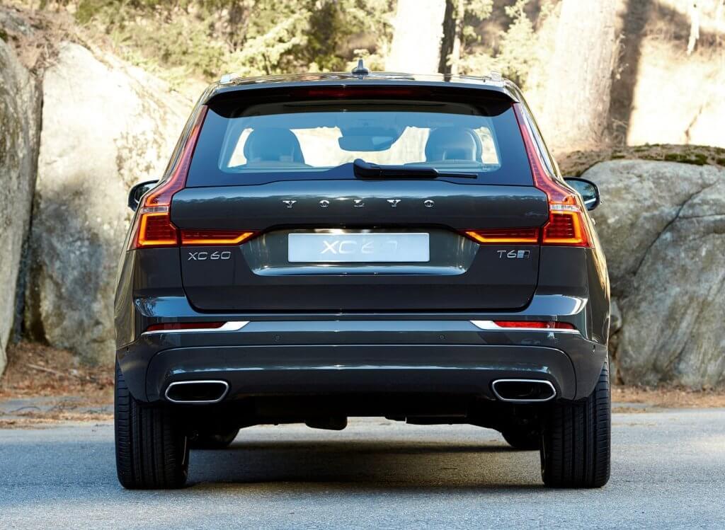 Volvo XC60 вид сзади