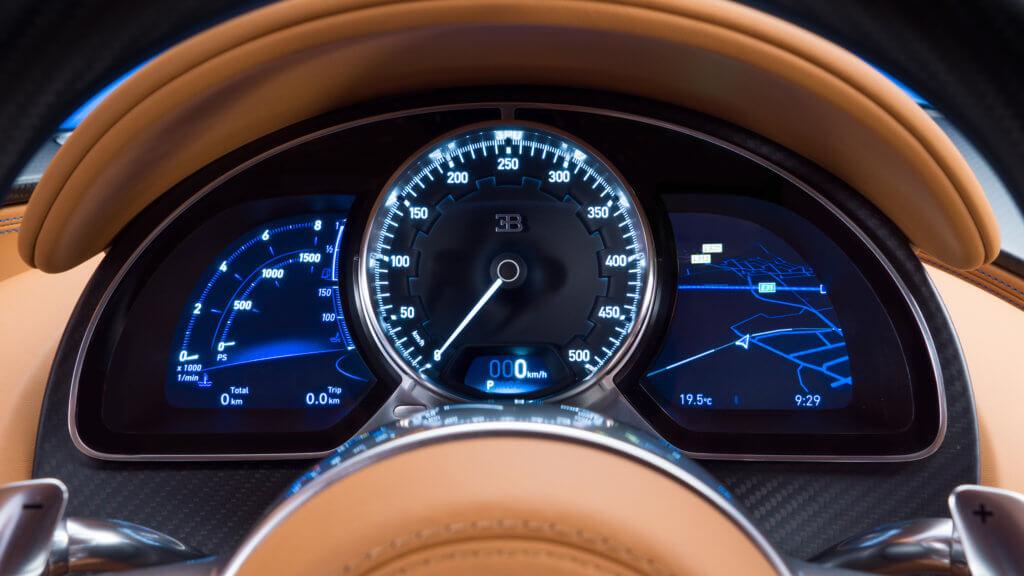 Bugatti Chiron 2019 - Бугатти Чирон приборная панель