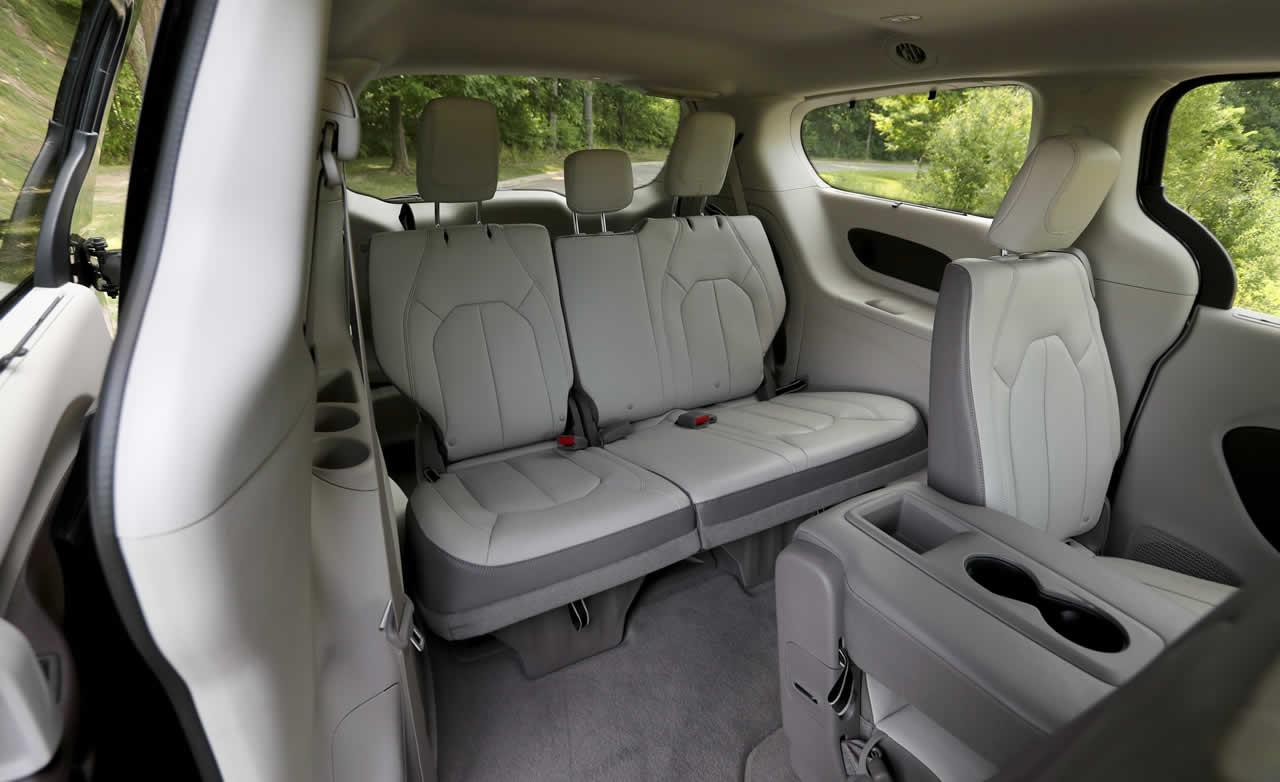 Chrysler Grand Voyager V Рейстайлинг 2011-2015 - Салон