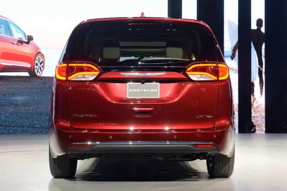 Chrysler Pacifica вид сзади