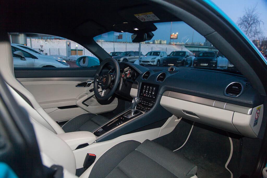 Porsche Cayman S интерьер