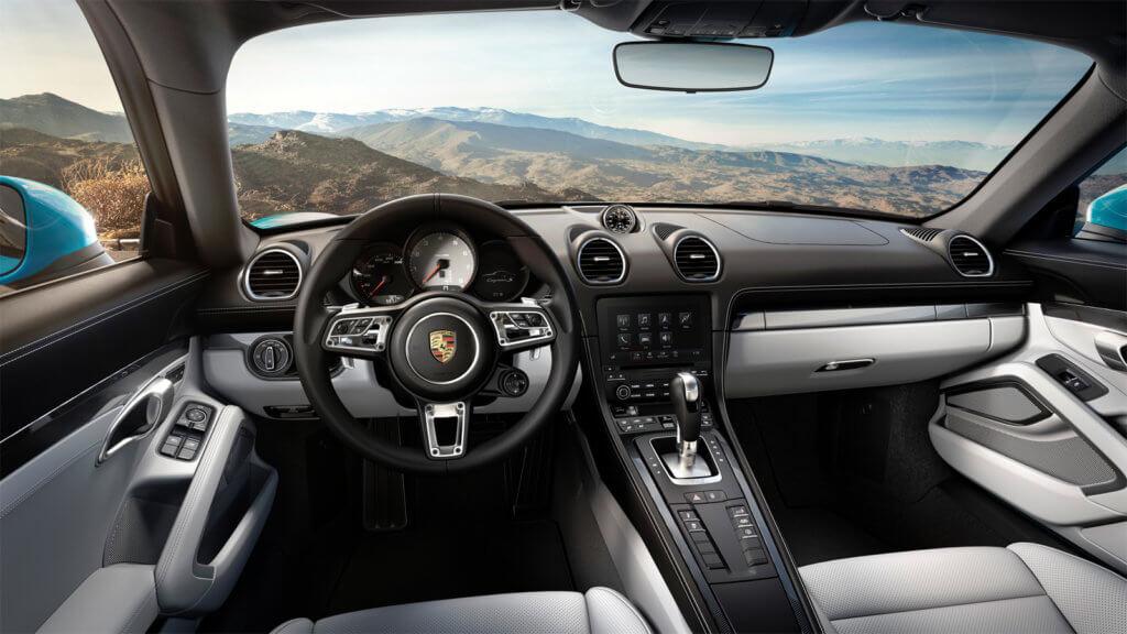 Porsche Cayman S внутри