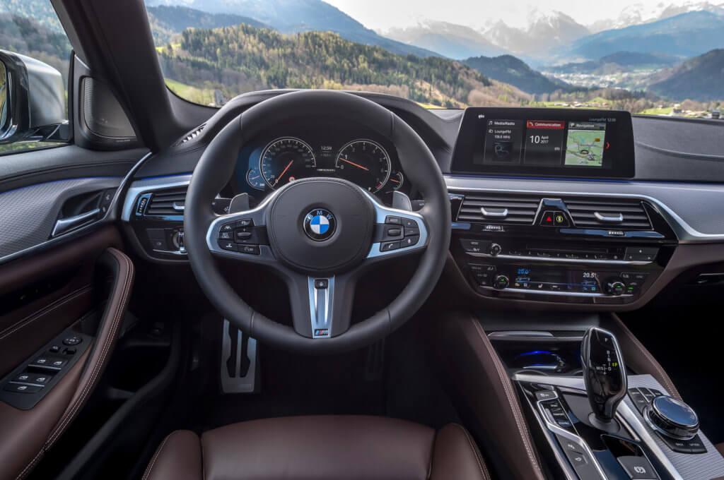 салон BMW M550i