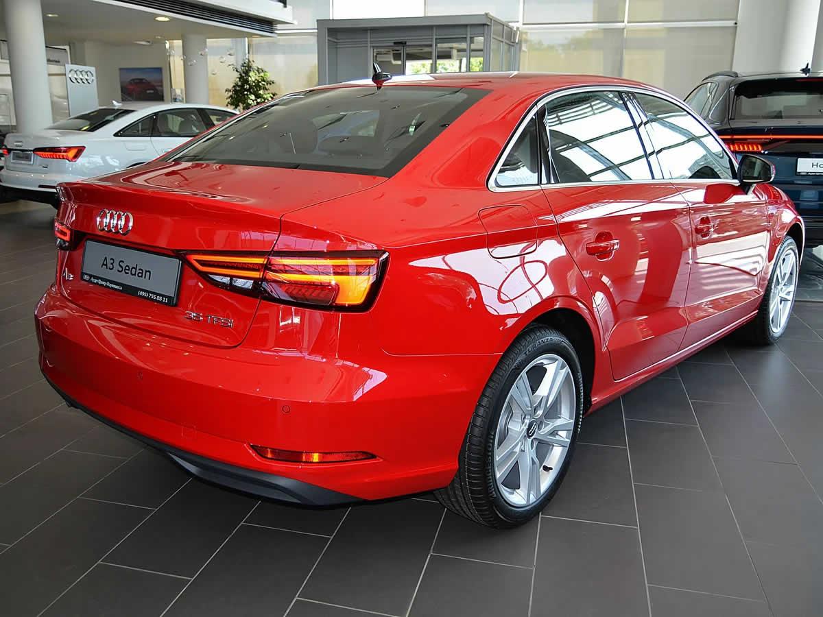 Audi A3 III (8V) Sedan Restyling - Вид сзади, красный