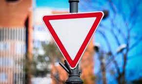 уступи дорогу знак