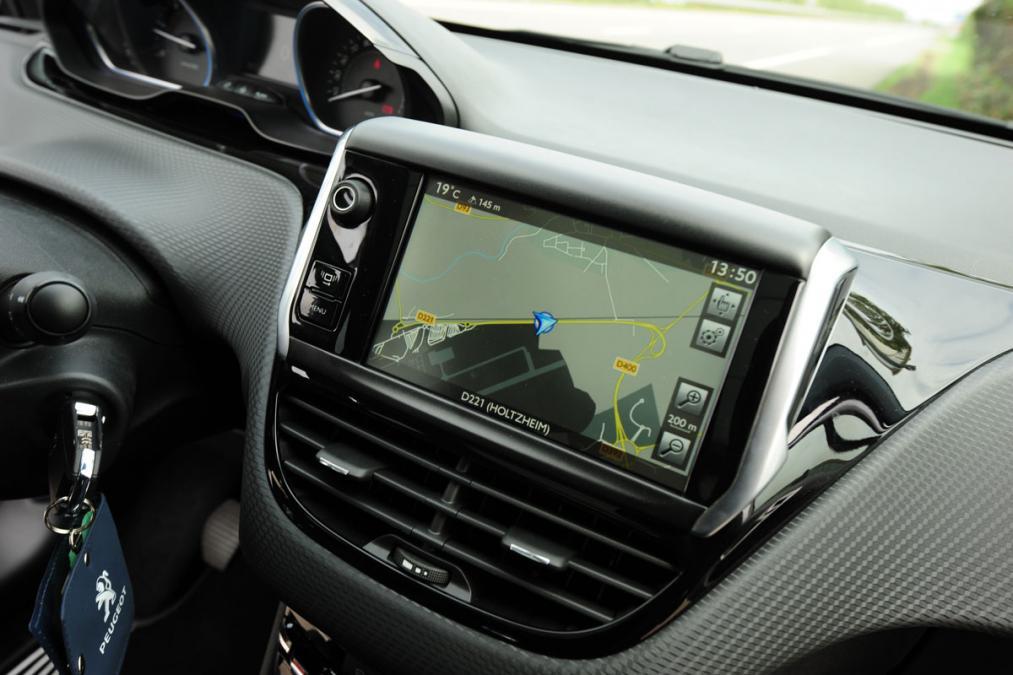 Peugeot 2008 экран