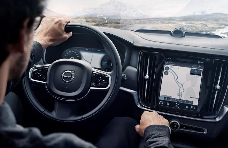 сенсорный экран. Volvo V90 Cross Country