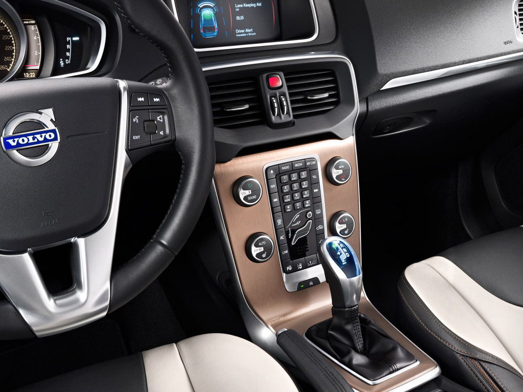 интерьер Volvo V40