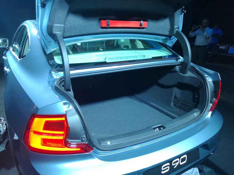 объем багажника volvo s90