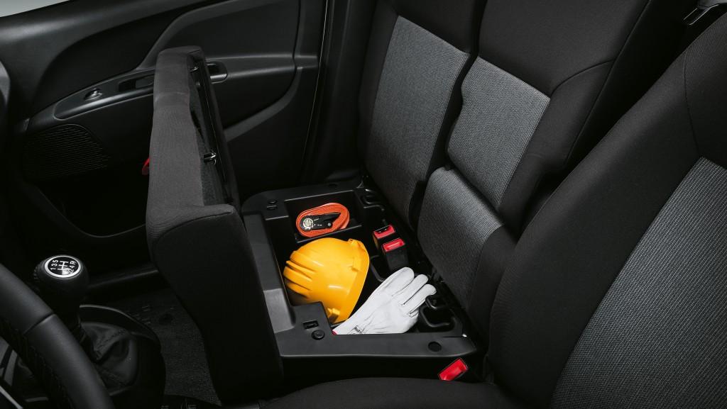 Fiat Doblo Cargo 2019 - места для вещей