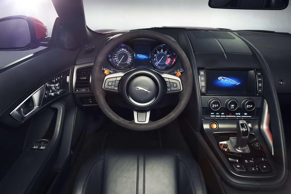 салон jaguar f type.