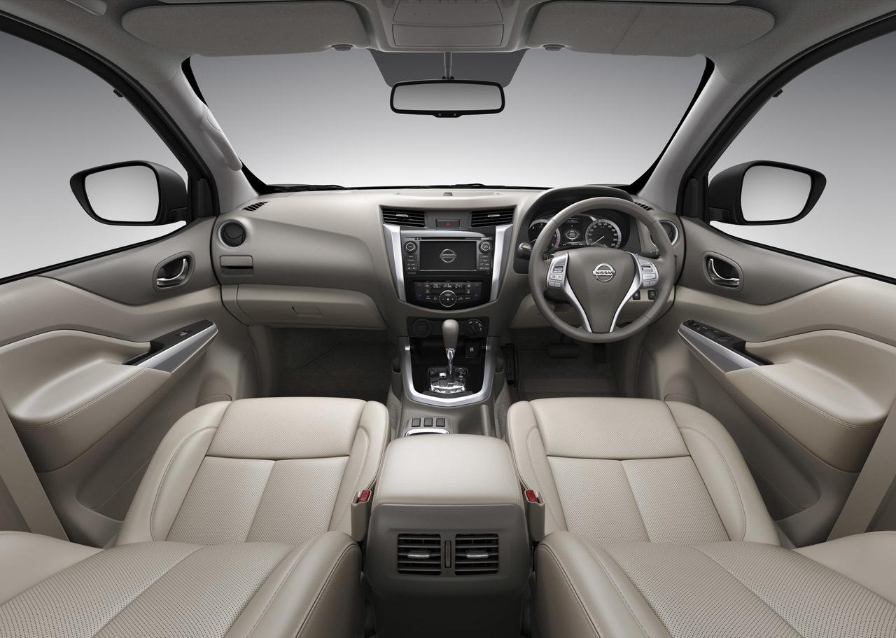 Nissan Navara передние кресла
