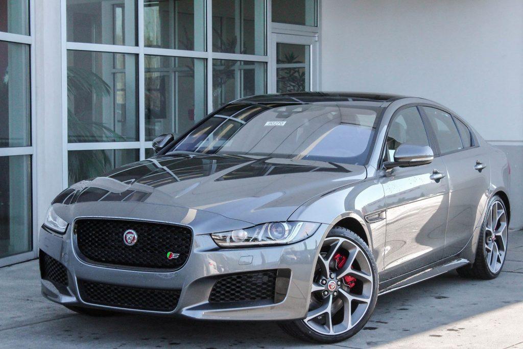 jaguar xe .