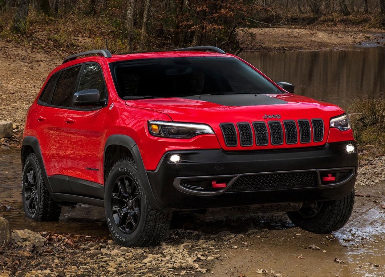 вид спереди Jeep Cherokee