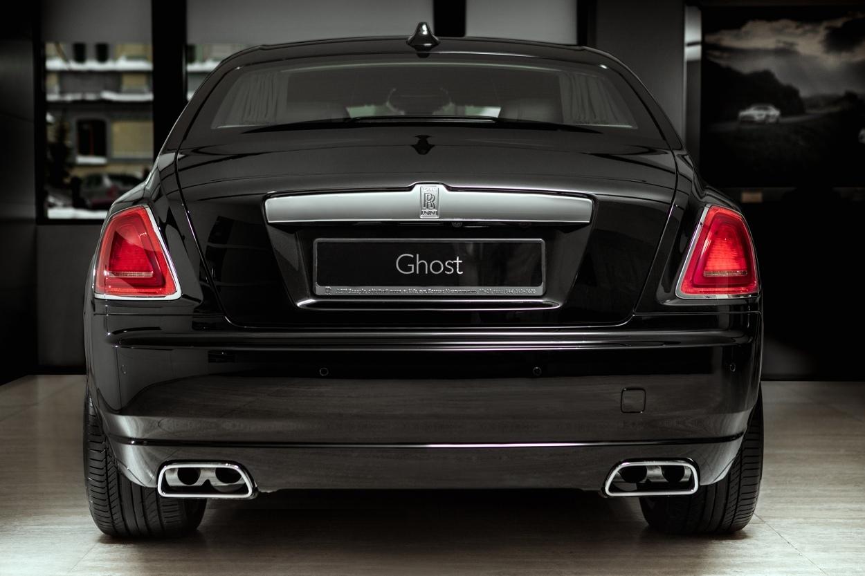 вид сзади Rolls Royce Ghost