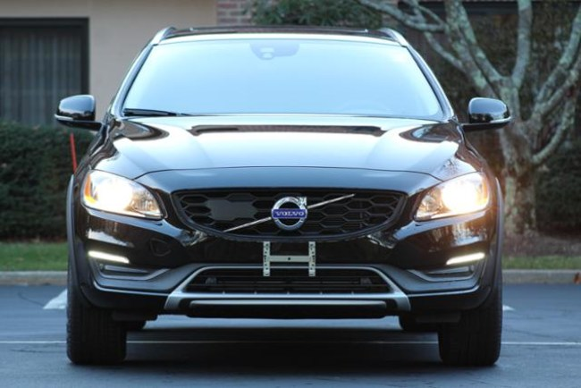 Volvo V60 Cross Country вид спереди