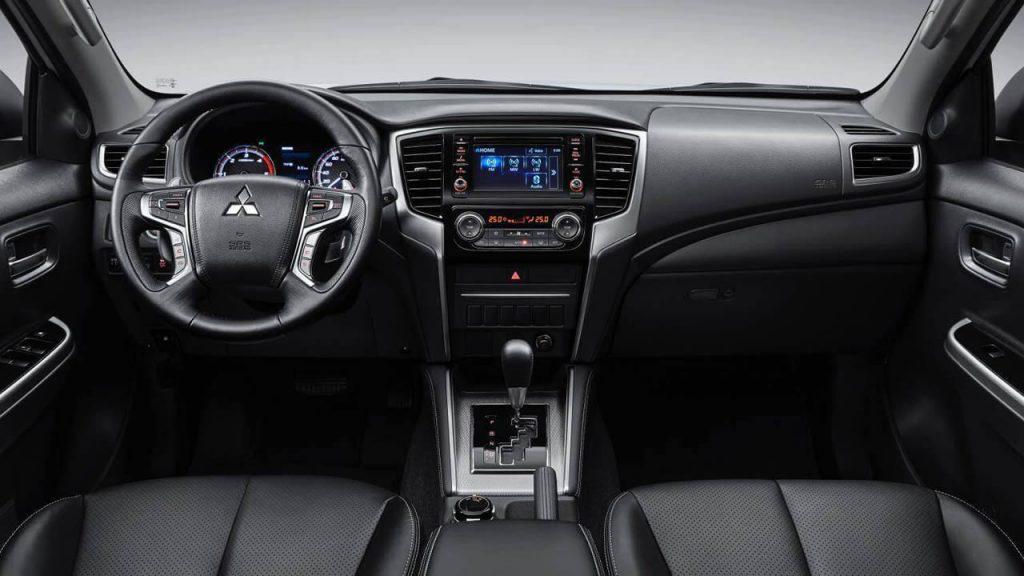 Mitsubishi L200 - Интерьер - Центральная консоль