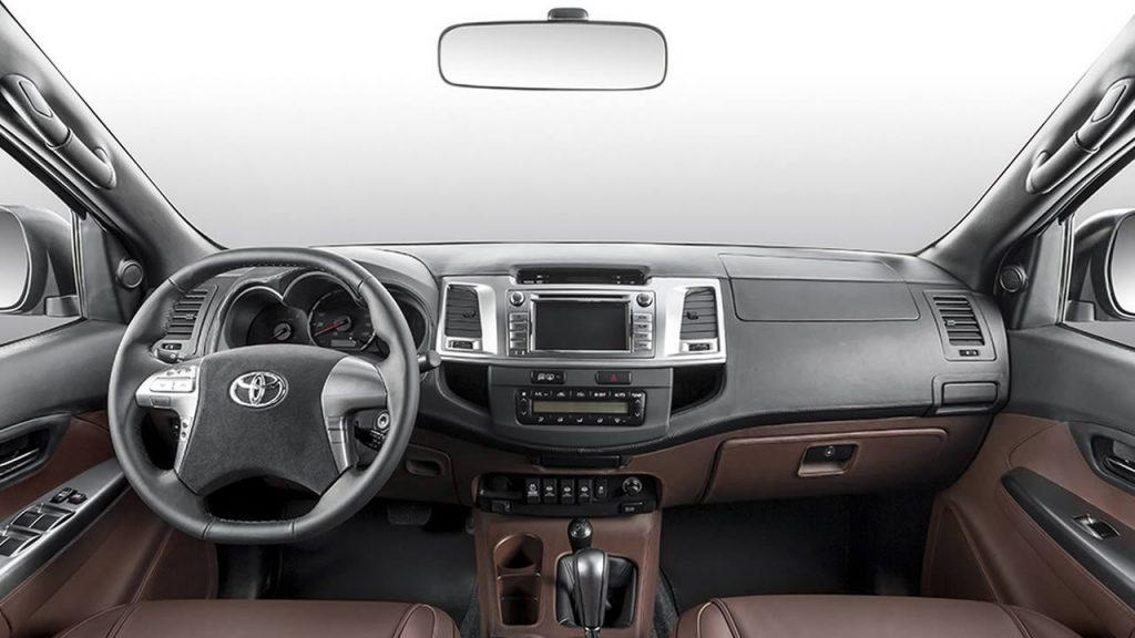 Toyota Hilux - Интерьер - Центральная консоль