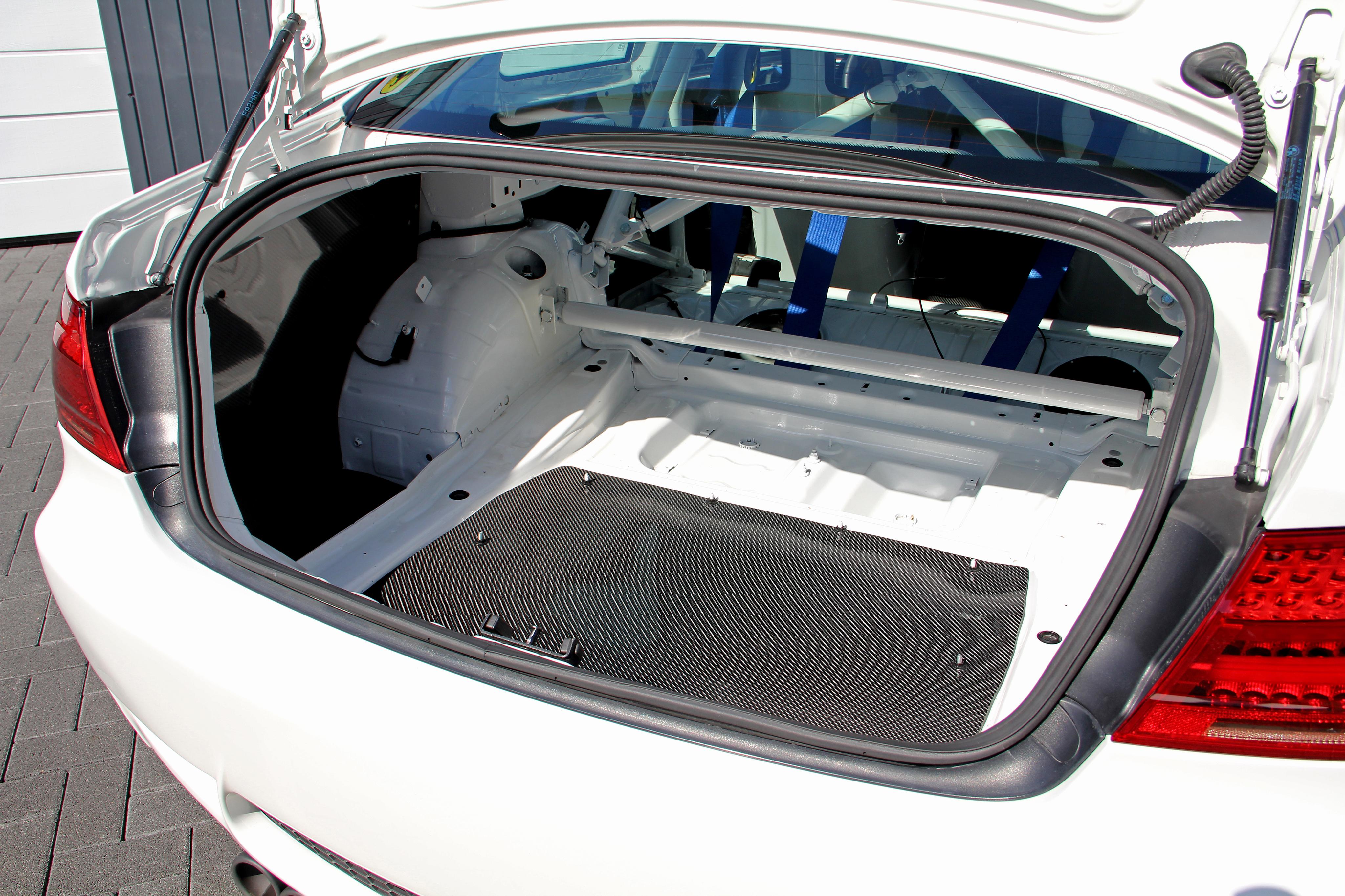 BMW M3 багажник