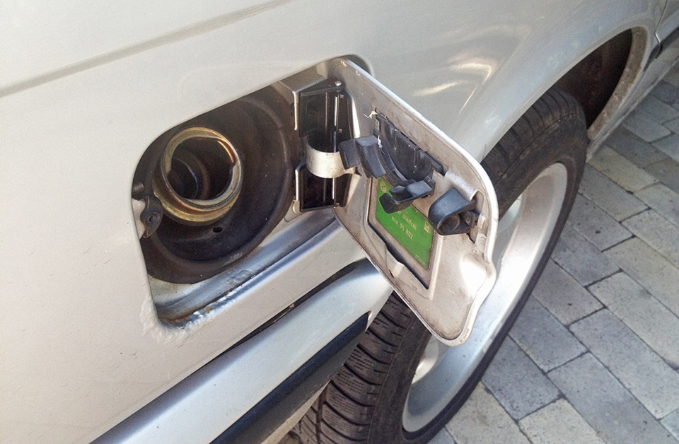BMW M4 бензобак