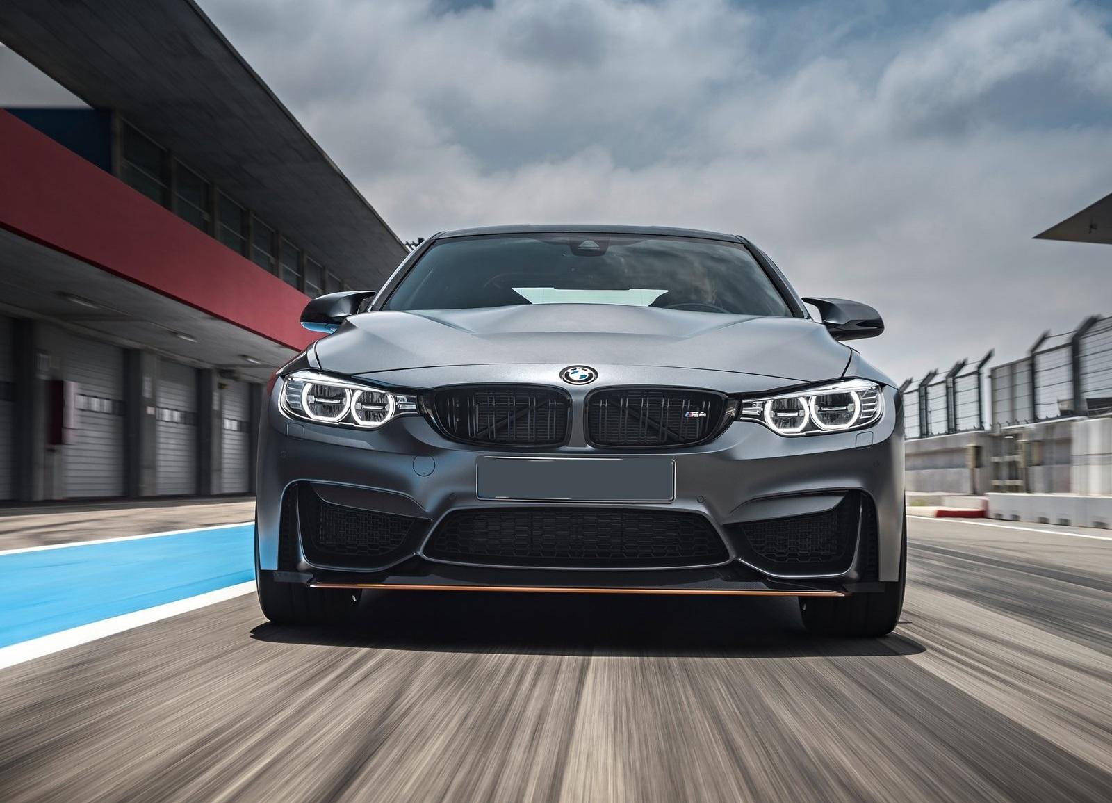 BMW M4 спереди