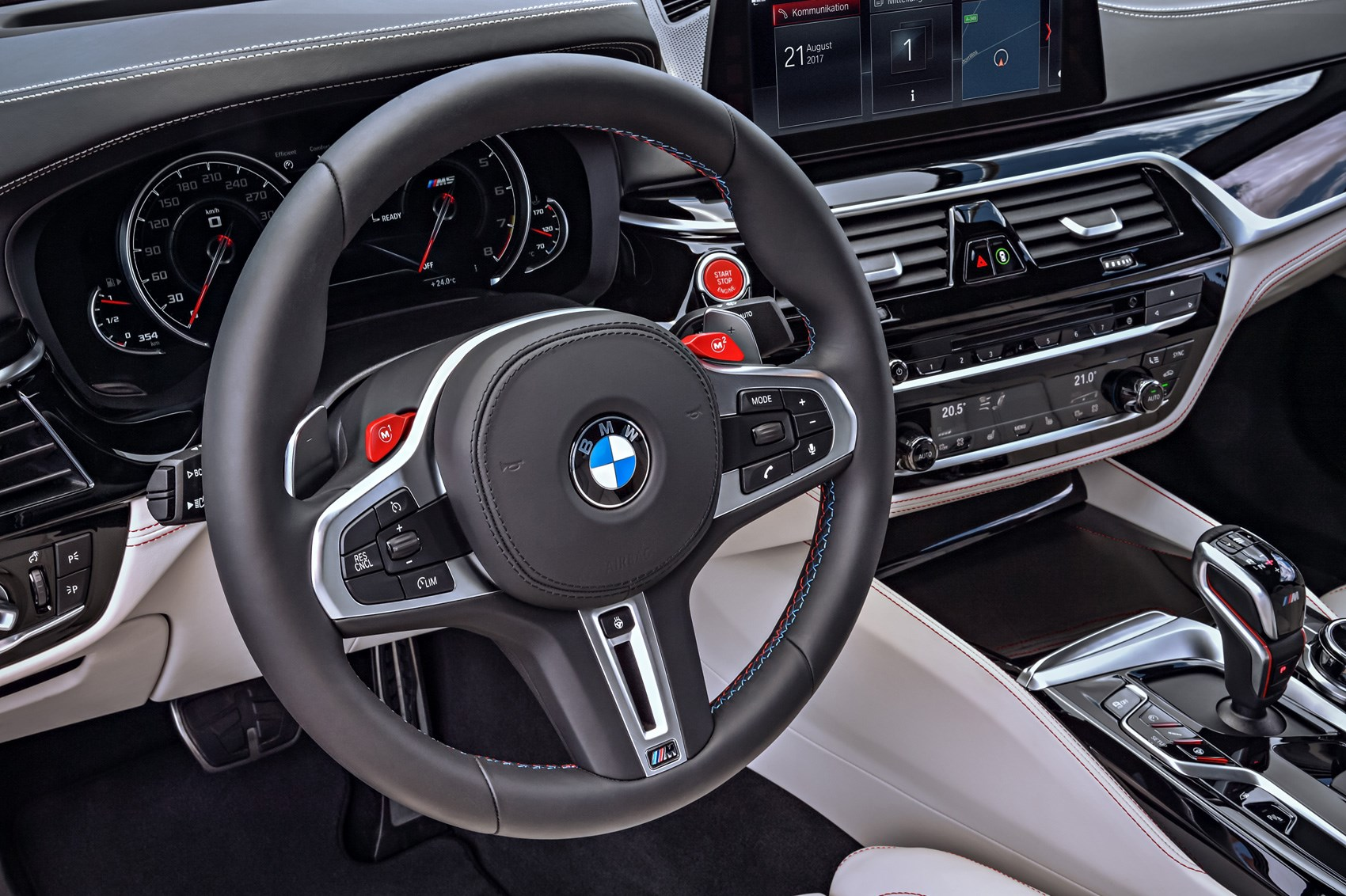BMW M5 панель