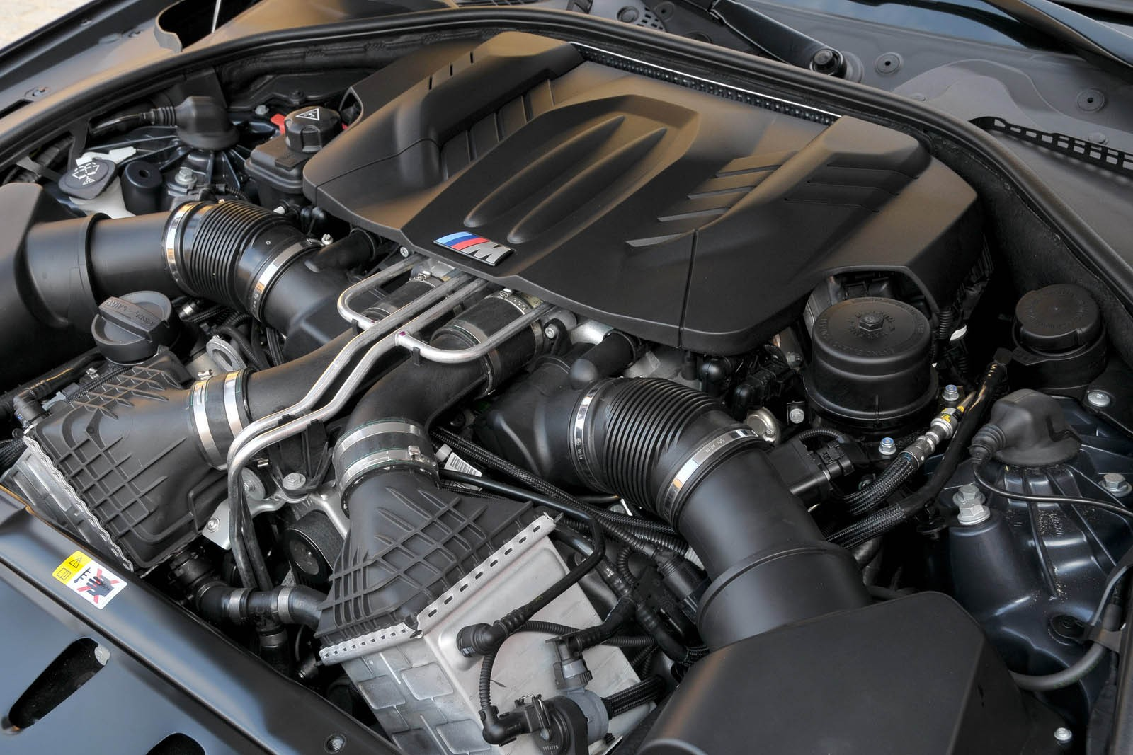 БМВ Х5М двигатель