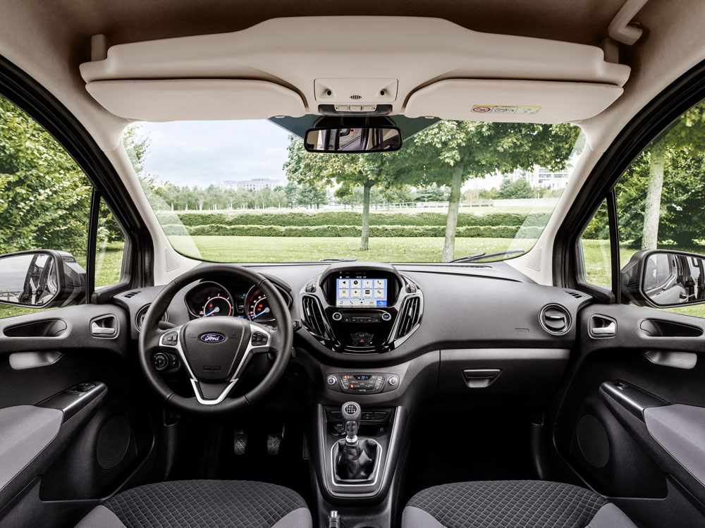ford tourneo courier панель