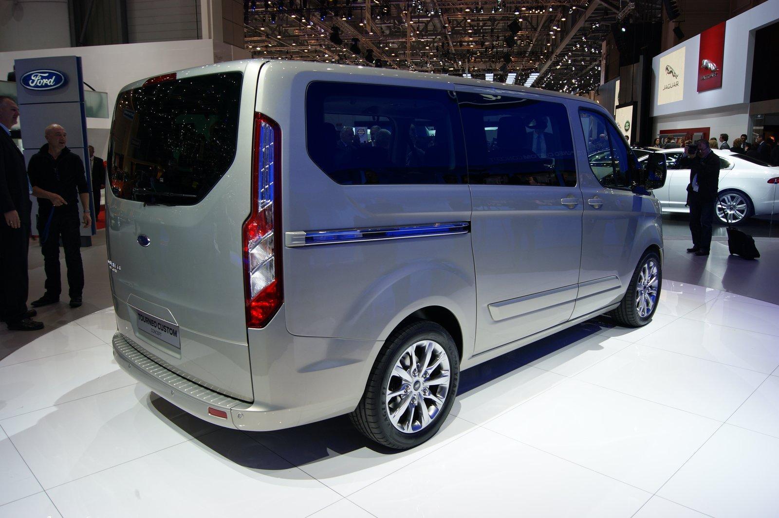 ford transit custom сзади