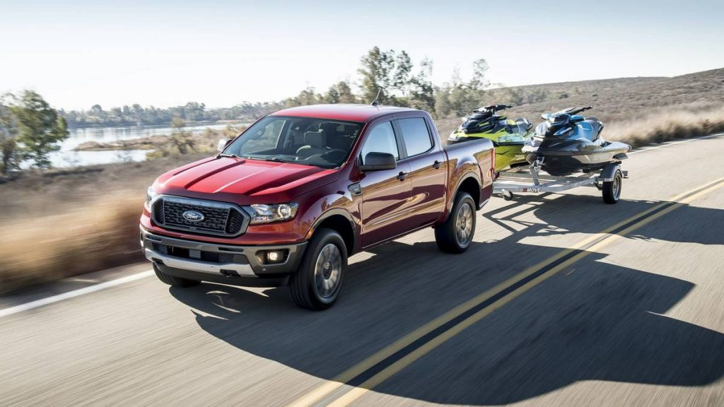 Ford Ranger FX4 2019 года - Красный с прицепом
