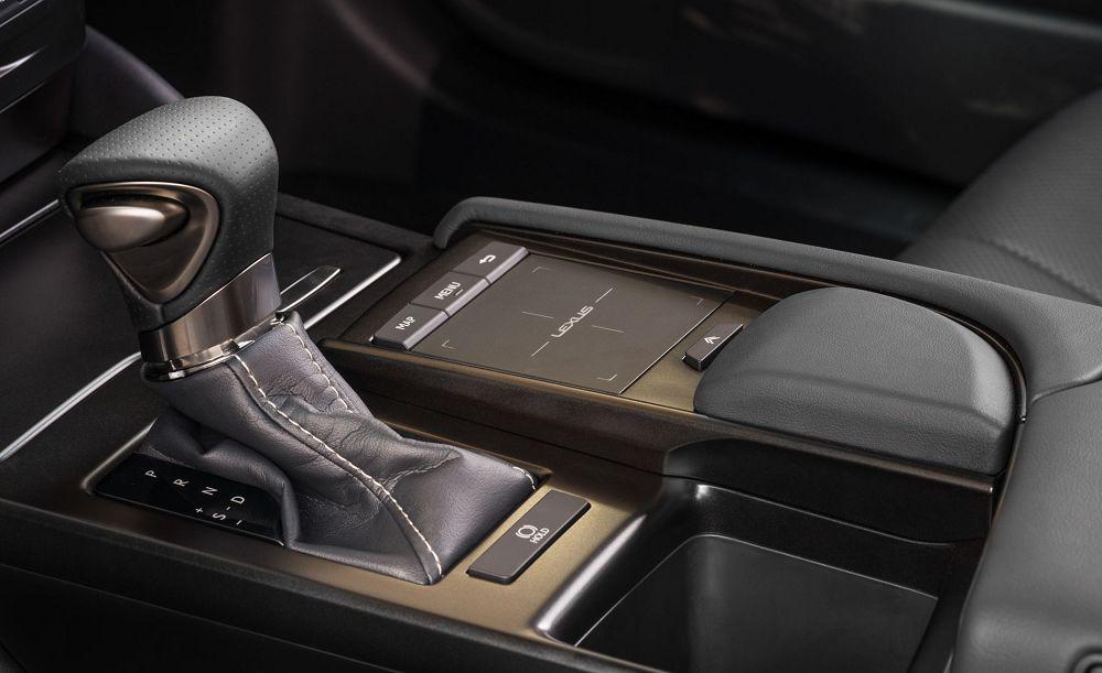 Lexus ES 2019 - Двигатели стыкуются с 6–ступенчатым автоматом