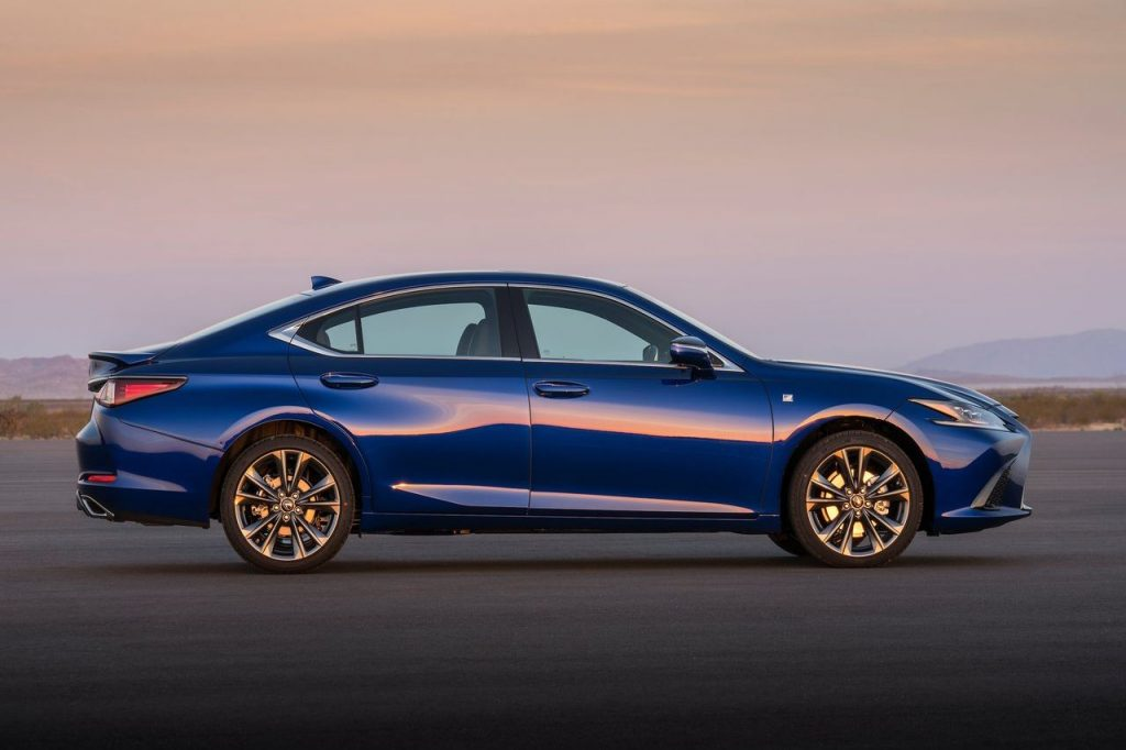 Новый Lexus ES в 2019 году