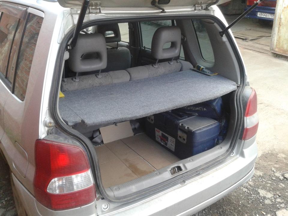 полка багажника мазда демио
