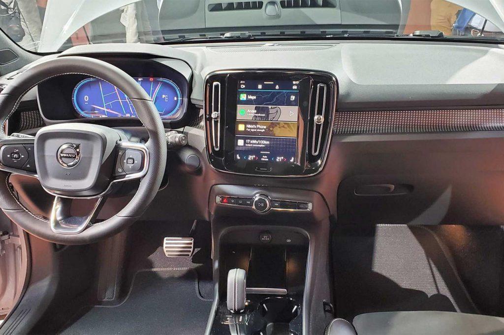 Электромобиль Volvo XC40 Recharge - Приборная панель