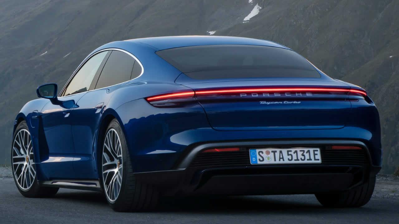 Porsche Taycan 4S - Вид сзади