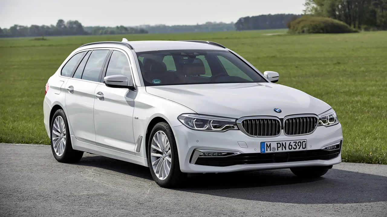 BMW 5-Series Touring 2019 - Вид спереди