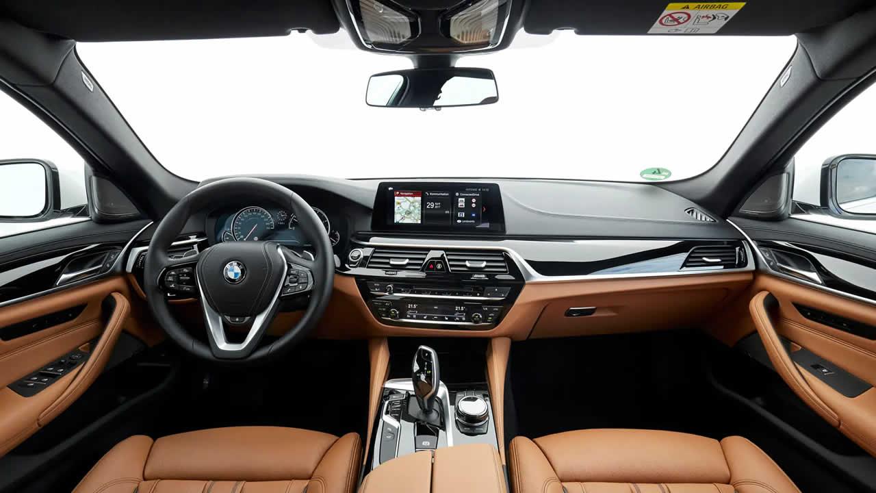 BMW 5-Series Touring 2019 - Передняя панель
