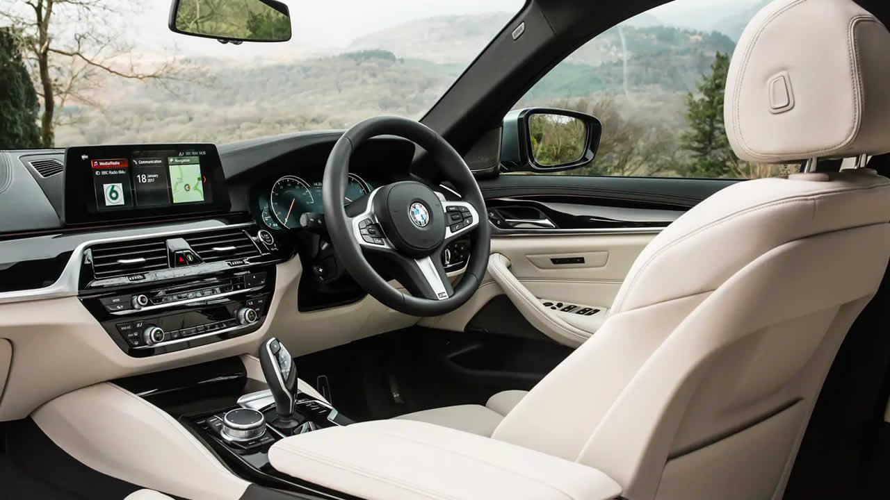 BMW 5-Series Touring 2019 - Передние сиденья