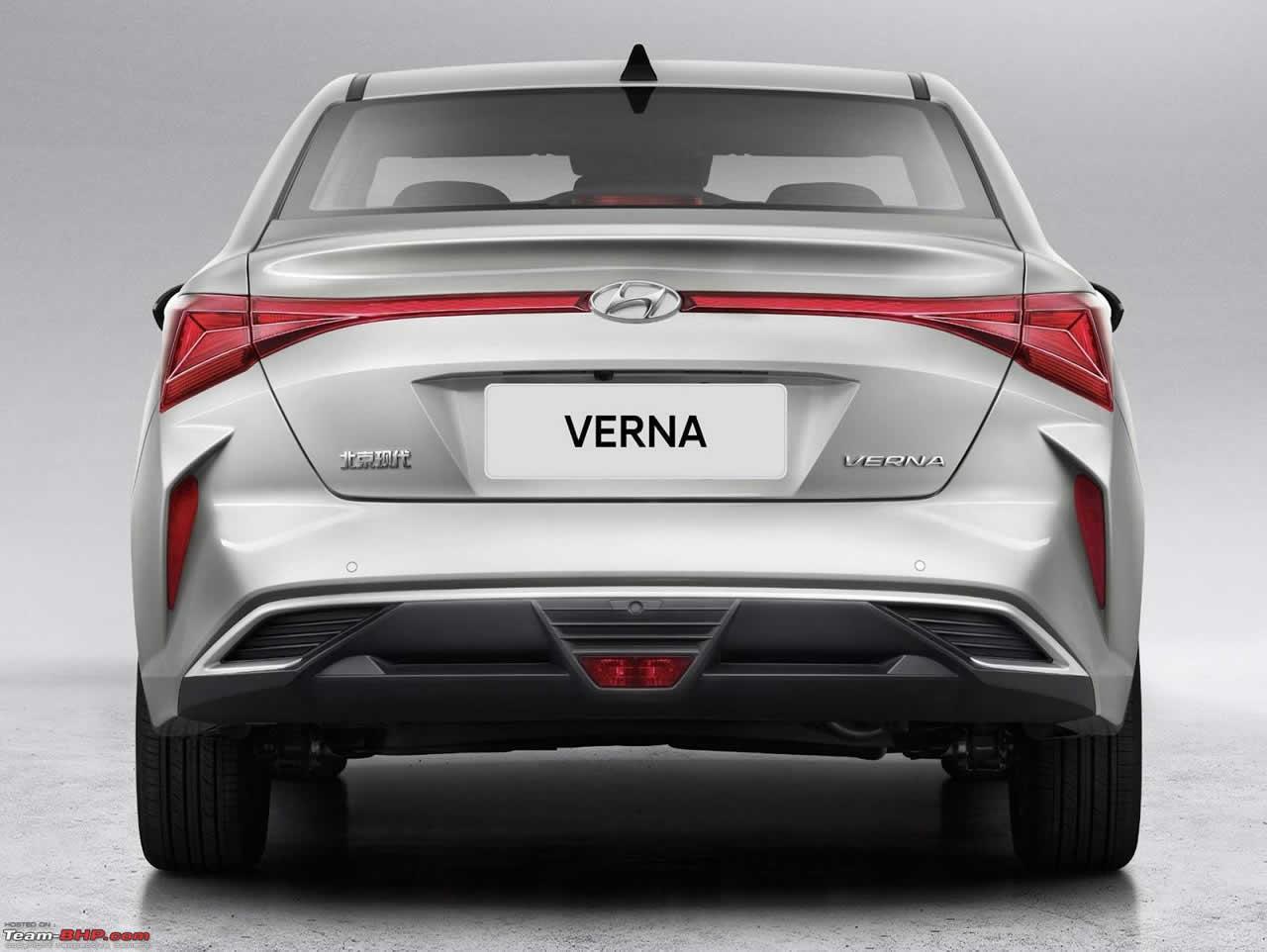 Hyundai Verna - вид сзади