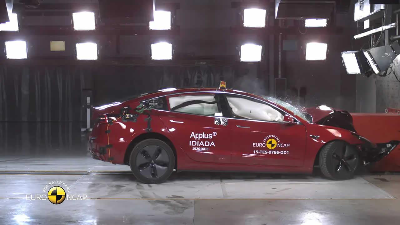 Crash test Tesla Model 3