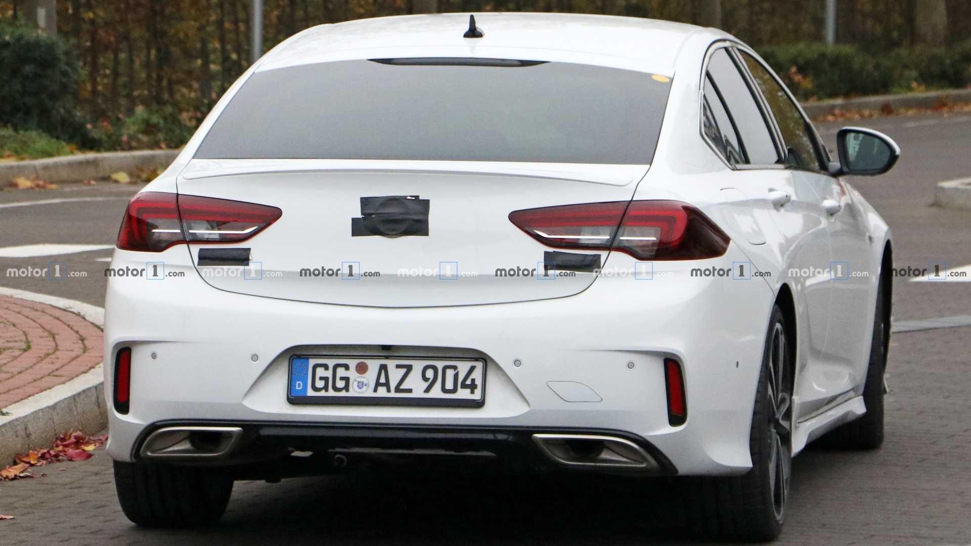 Opel Insignia 2020 - Вид сзади