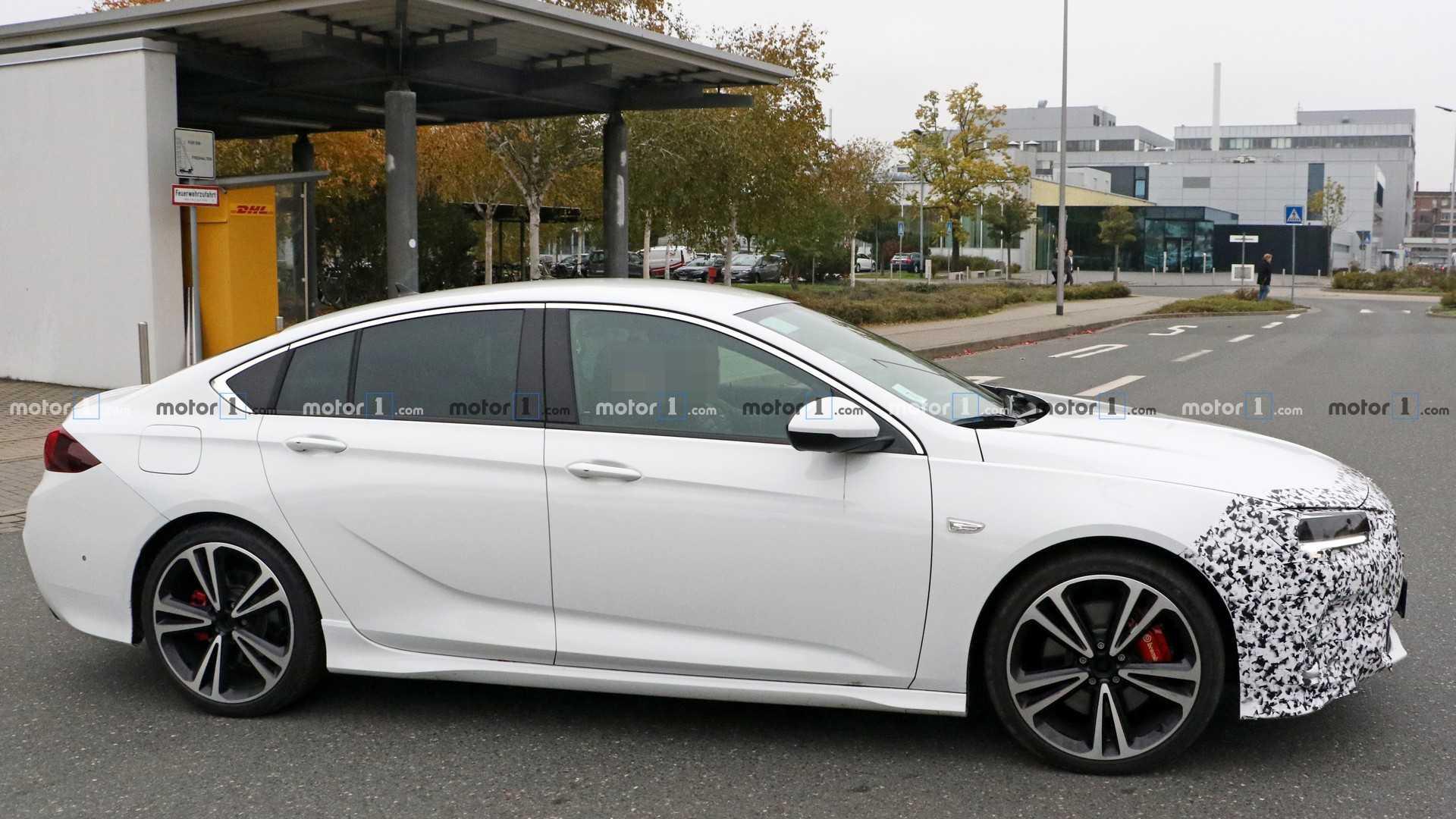 Opel Insignia 2020 - Вид сбоку